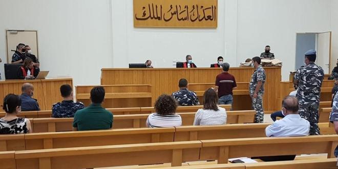 بالصور: قاعة محكمة التمييز تتحول الى صالة أفراح .. مستشارة وزيرة يحتفل بزوجته