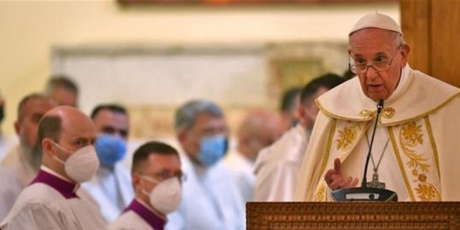 البابا فرنسيس يحيي أوّل قدّاس بكنيسة في العراق