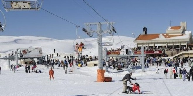في كفردبيان.. مراكز التزلج مكتظّة!