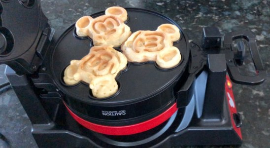 UNBOXING | Mickey Mouse 90th Anniversary Double Flip Waffle Maker | PLUS DEMO
