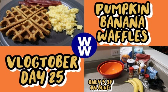VLOGTOBER DAY 25 || COOK WITH ME: PUMPKIN BANANA WAFFLES || 5 SMART POINTS || MYWW BLUE PLAN ||
