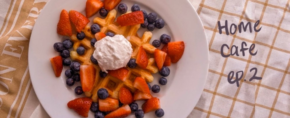 Home Cafe: Belgian-Style Yeast Waffle || People Watching