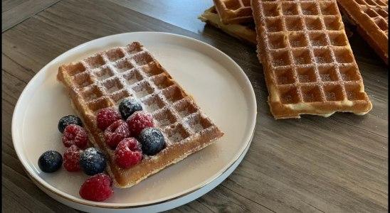 Belgian waffles recipe (Bruxelles waffles) | How to make belgian waffles | Happy Home Food