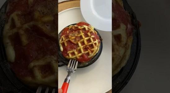 Easy pizza waffle  *Keto Recipe*