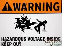 Danger! Haut tension dedans! Ne touchez pas!