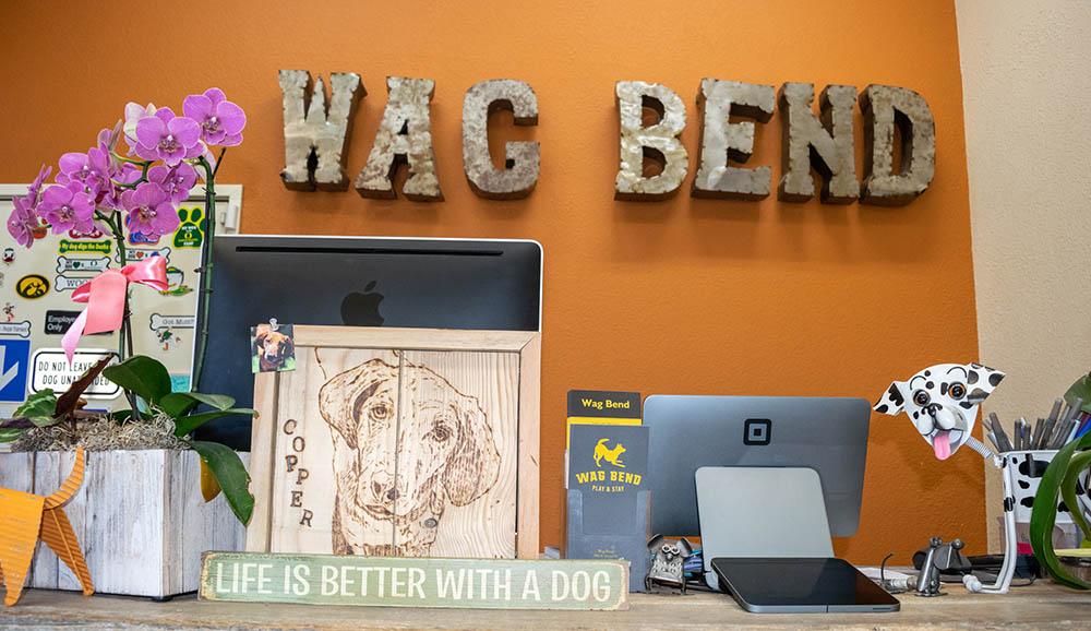 wag bend front desk