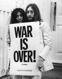 John Lennon and Yoko Ono pose on the steps of the Apple building in London, holding one of the posters that they distributed to the world's major cities as part of a peace campaign protesting against the Vietnam War. (Picassa/Frank Barratt)