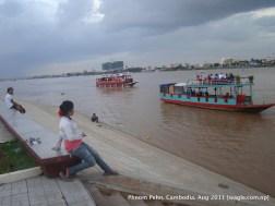 floating restaurants over mekong rever