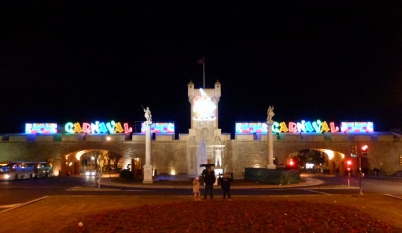 The wall at night. Beautiful! Carnaval Cádiz is fun!