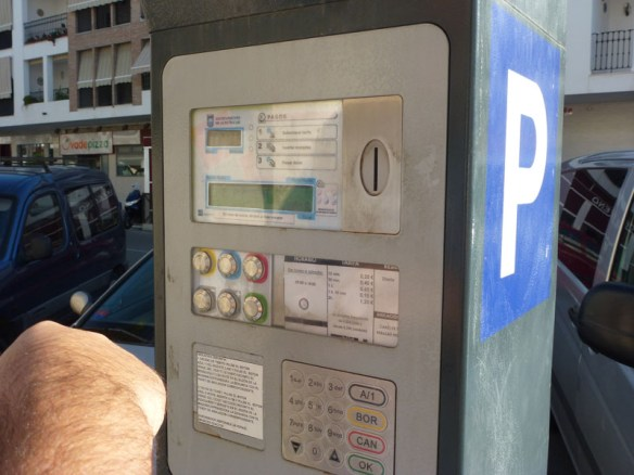 Spanish Parking Meter - It is easier than you thing to get a parking fine, so we share with you how to pay a parking ticket in Spain.  You can save money if you pay right away!