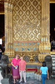 Heidi and Lars in front of the Emerald Buddha Temple
