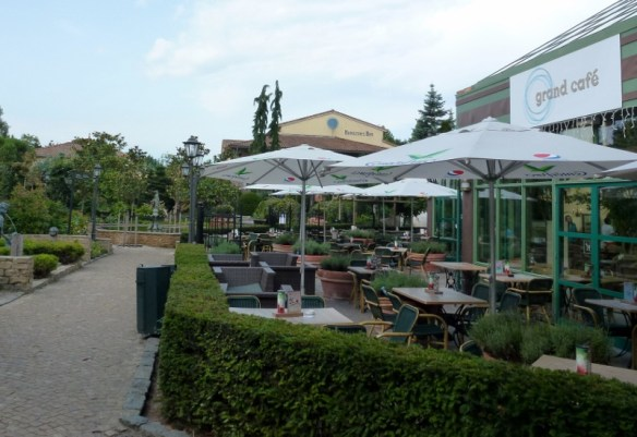 Center Parc De Eemhof outdoor cafe in market square