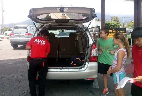 Avis Thailand Toyota Innova (3)