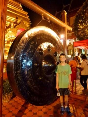 Wat Chedi Luang Worawihan Sunday Night Market Tha Phae Gate