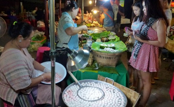 Sunday Night Market Tha Pae Gate(- Fish Balls