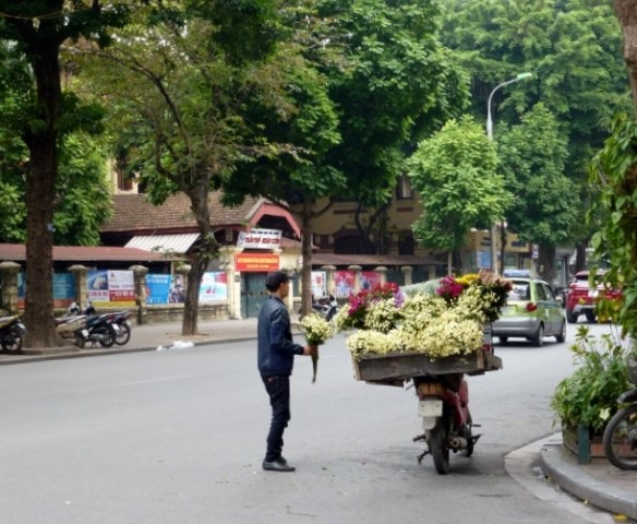 Scooting Around Hanoi (10)