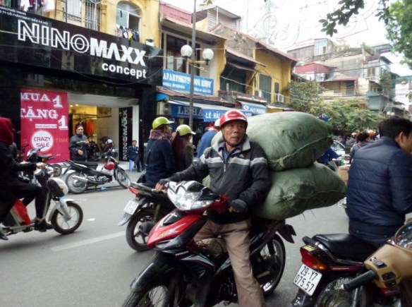 Scooting Around Hanoi (14)