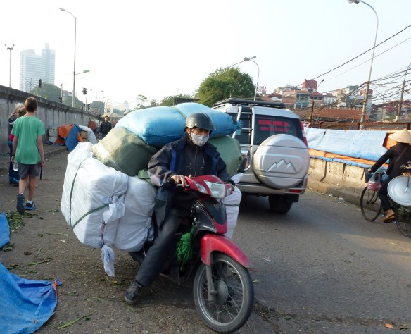 Scooting Around Hanoi (18)