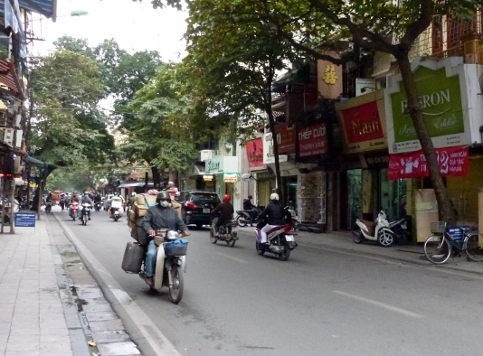 Scooting Around Hanoi (4)
