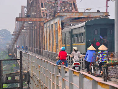 Source:  http://en.vietnam.com/blog/c%E1%BA%A7u-long-bien-the-long-bien-bridge/