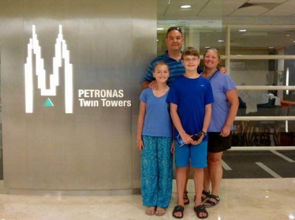 Petronas-Twin-Towers-Kuala-Lumpur-(4)
