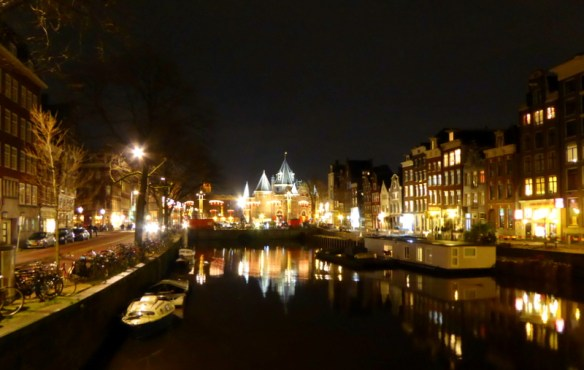 Amsterdam Christmas Our advice no matter where you travel, even in your own home town.  Allow yourself to just roam around and don't worry about where you are or where you are going.  Take the time to just absorb what is around you and take the path which looks most interesting.  That is how we happened upon this great view after dinner one night.