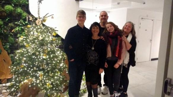 Family photo Christmas in Paris