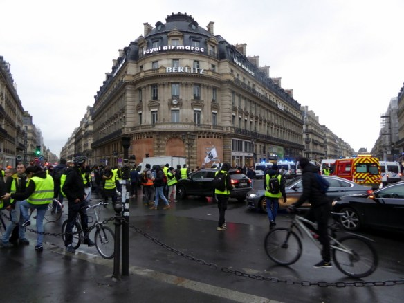 Paris protests yellow jackets in the city center