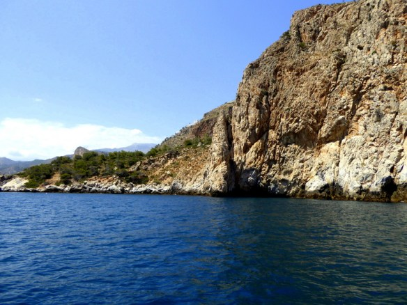 One of the many caves in the area. A luxuruy sailing trip in Costa Tropical Spain, from the Marina del Este in La Herradura. Sailing the Med, kayaks, paddle boards, food and drinks too! Read more on Almunecarinfo.com