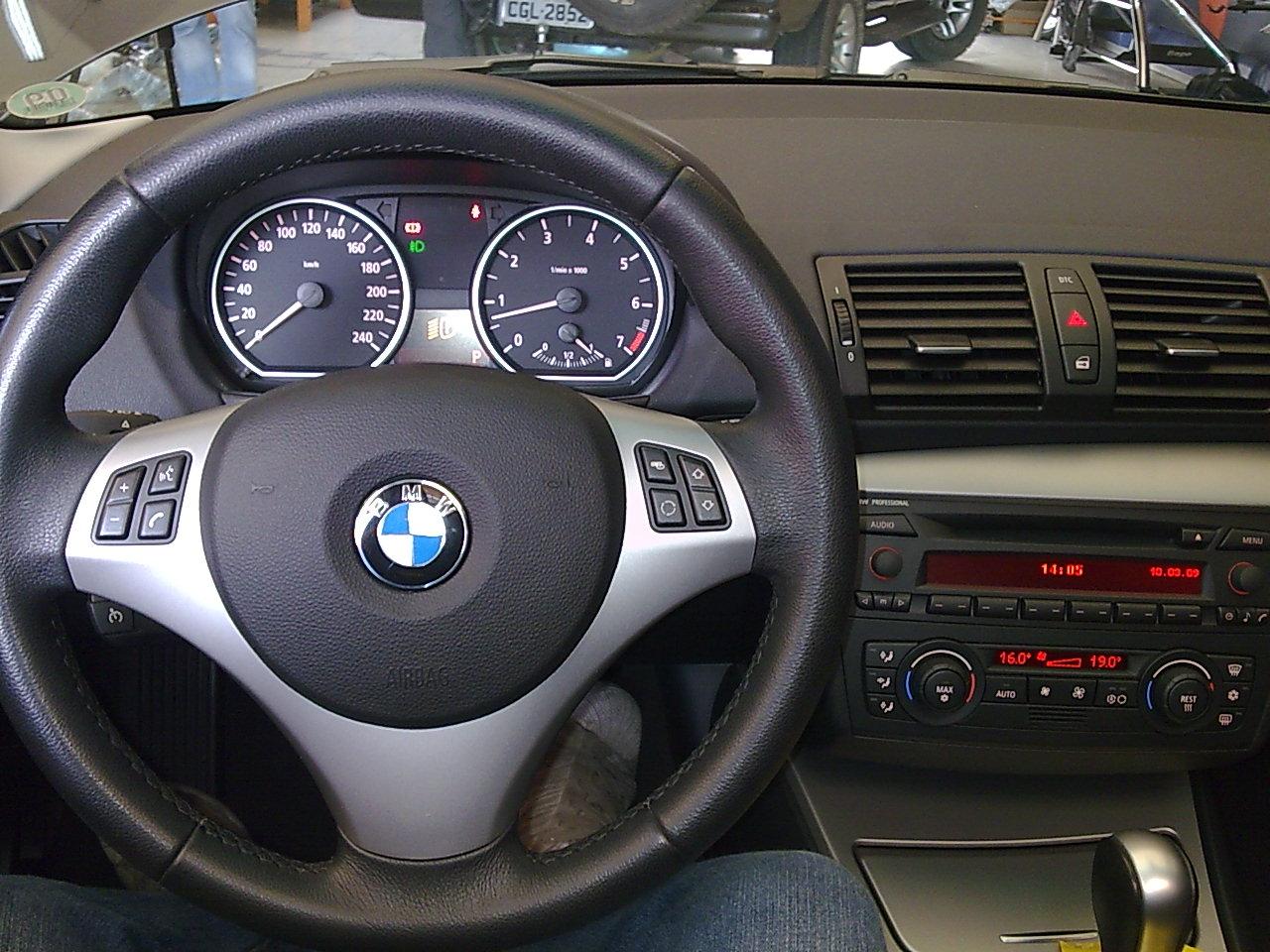 BMW 120i  Wagon Acessorios TV