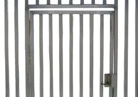 wahoo aluminum docks security gate on dock