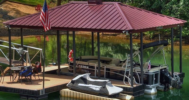 wahoo aluminum dock with hip roof and american flag