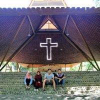 Pohsarang, Gereja Sekaligus Tempat Wisata