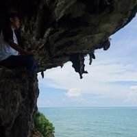 Melihat Keindahan Batu Cangghe di Pulau Giliyang