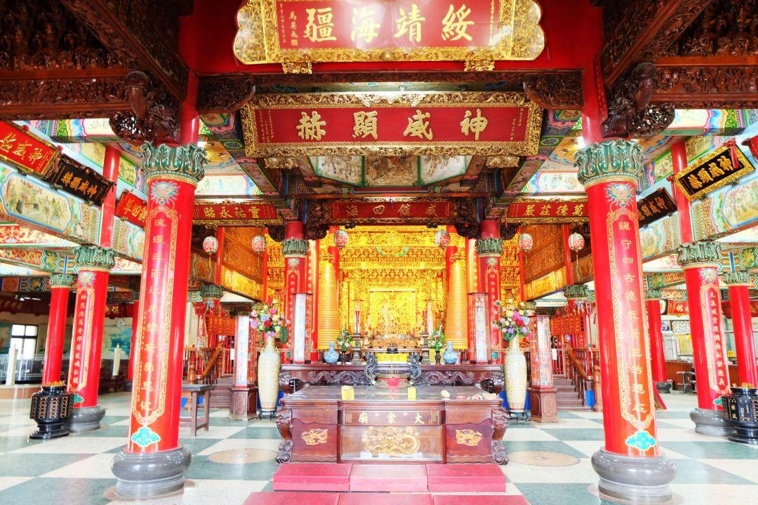JONATHAN +TRAVEL TAINAN +TAIWAN +TRAVEL BLOGGER CANADA_Temples in Tainan