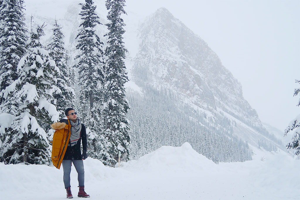 Canadian Travel Blogger Jonathan Waiching Ho_Visit Lake Louise_What To See in Banff_Explore Canada_Style Influencer Canada_Dressing Warm For The Snow Days_Mensfashion Canada_11