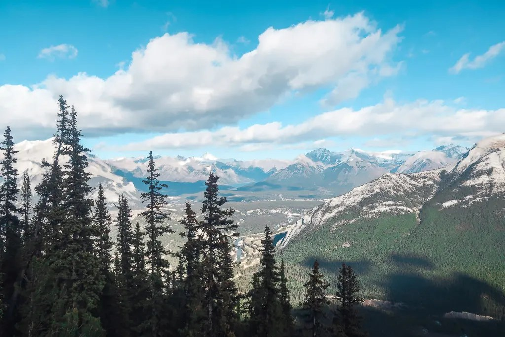 Banff Alberta Travel Guide_Things to do in Banff Travel Influencer_Canadian Influencer_Vancouver_Jonathan Waiching Ho_7