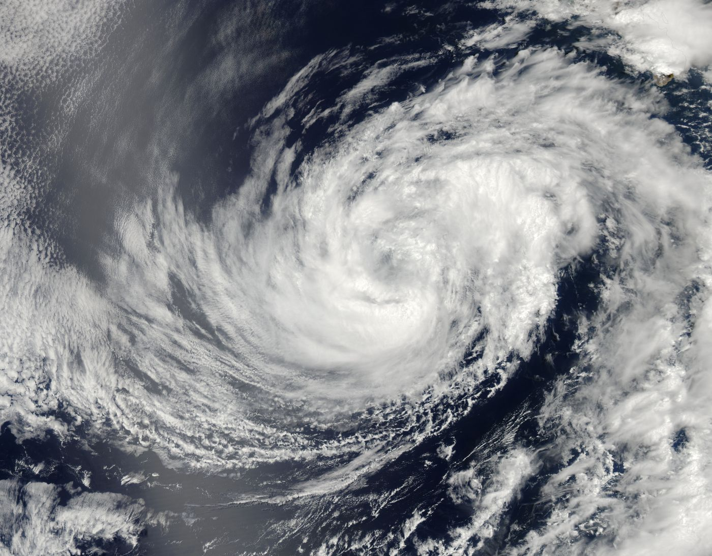 Hurricane Douglas Satellite Photo