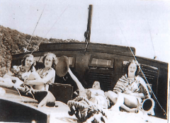 Christmas 1938. Alice,Betty,Loris,Irene