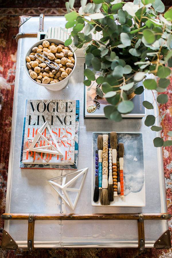 How to style a great vignette | waitingonmartha.com #interiors #coffeetable