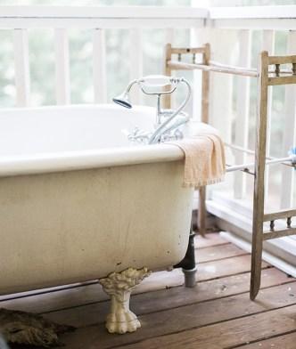 Vintage bathtub in Athens, GA   Waiting on Martha