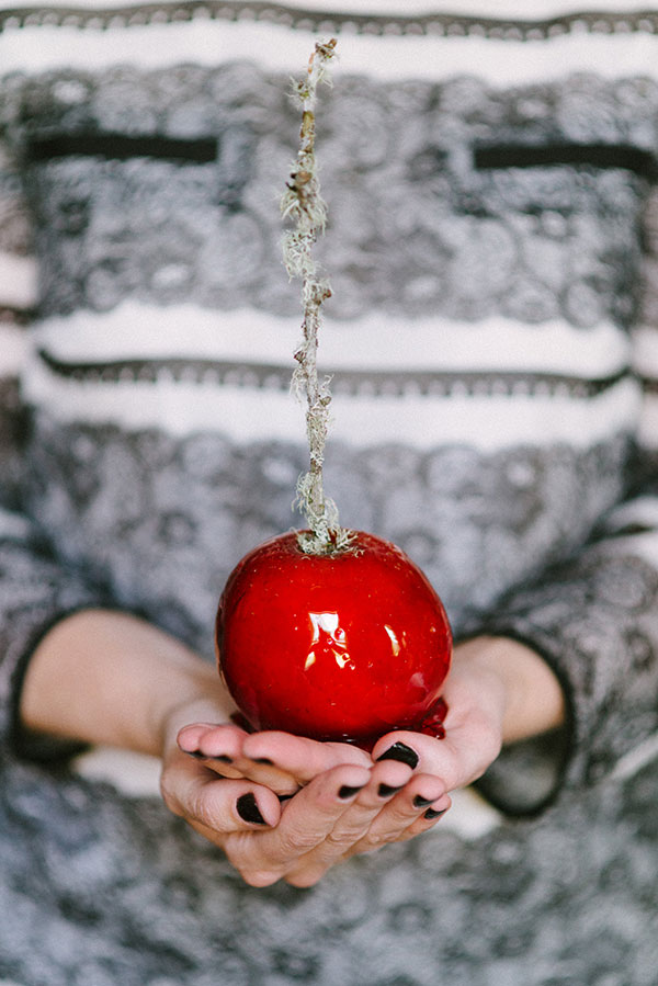 SERVE THE PERFECT CANDY APPLES