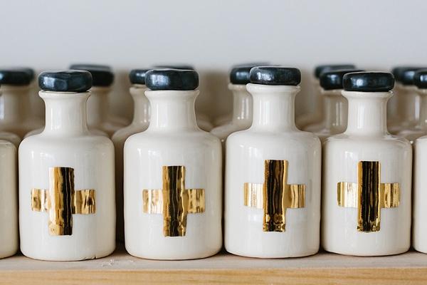 Homemade ceramics from Honeycomb Studio via Waiting on Martha