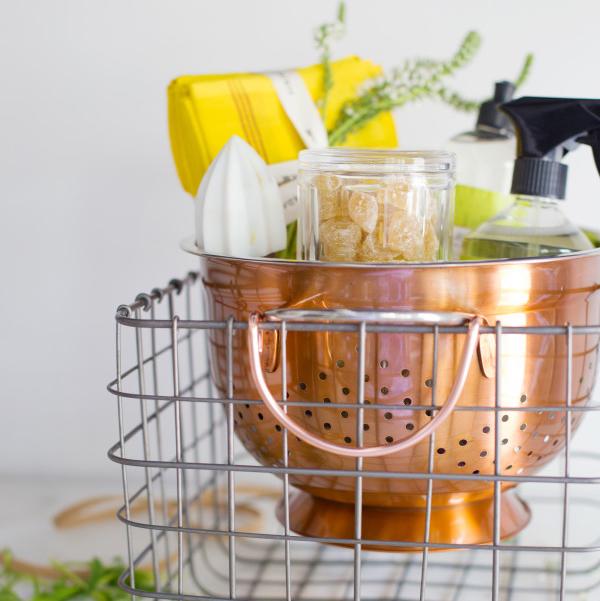 Housewarming gift basket ideas   waitingonmartha.com