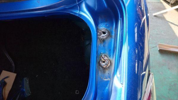 トランクパネル修理