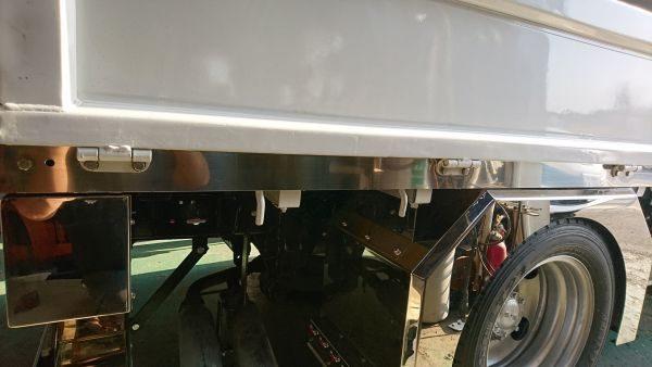 トラック荷台ステンレス仮装