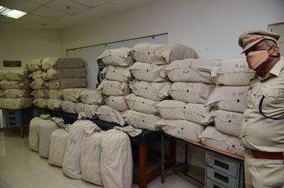 India: Karnataka: 104 kg of marijuana transported in auto seized