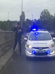 Ireland: Gardaí seize drugs from cyclist after he broke red light !