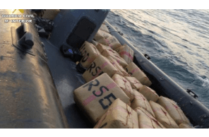 Narcoboat carrying 3.9 tonnes of hashish intercepted off Villajoyosa coast in Alicante