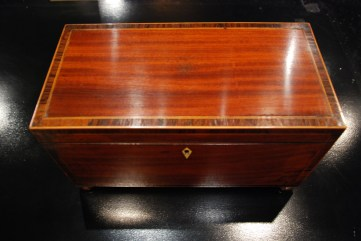 Varnished caddy box